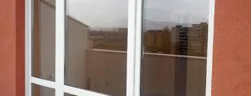 Демика, почистваща фирма Варна - почистване на прозорци в офиса