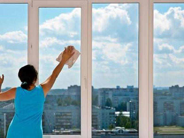 Демика, почистваща фирма Варна - почистване на прозорци в дома ви